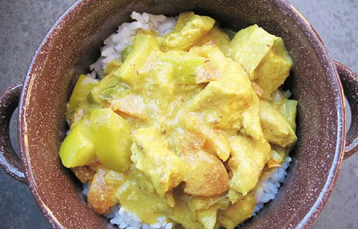 Recipe Crock Pot Chicken Curry with Apple, Banana, and Tomato